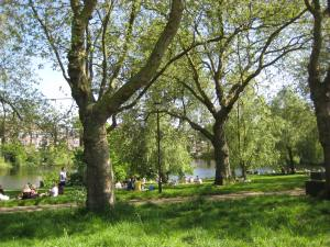 Summer in the park in London. Image source: IWOM We know no limits