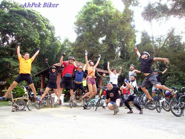 Image source: '10 Cyclists Joy Jump Genting Sempah – Janda Baik Bike Ride'  from AhPek Biker blog by Jotaro